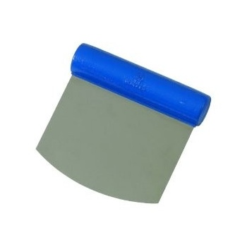 Matfer Bourgeat DOUGH CUTTER: Flexible blade: Rounded cutlength 4 3/8 in. , width 4 1/2 in. 3 oz.